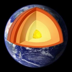 Earth-cutaway-fot-By-CharlesC-Own-work-obrazek_sredni_4062210
