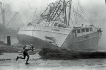 toppled-boat_1400